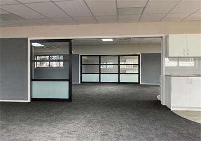 Flexible space dividers for schools