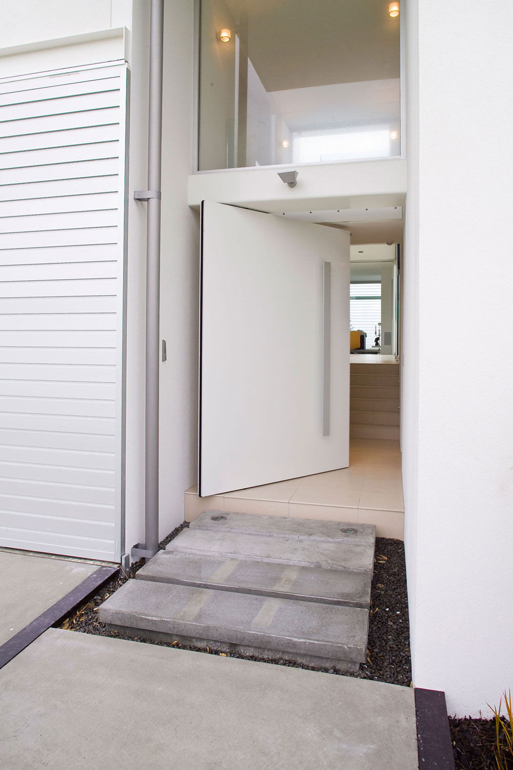 AutoPivot system with AluTec door