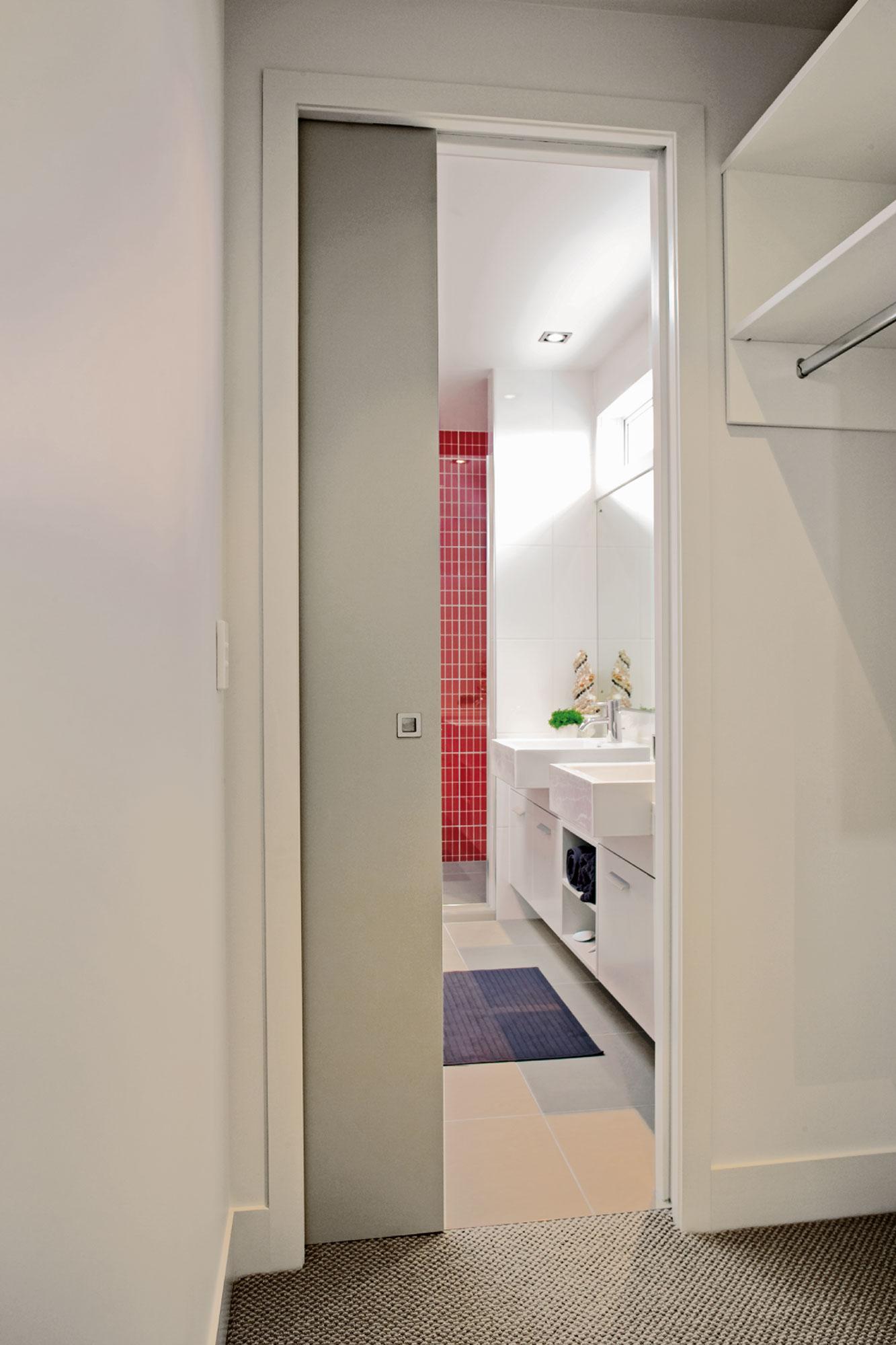 SlimSlider with flush door