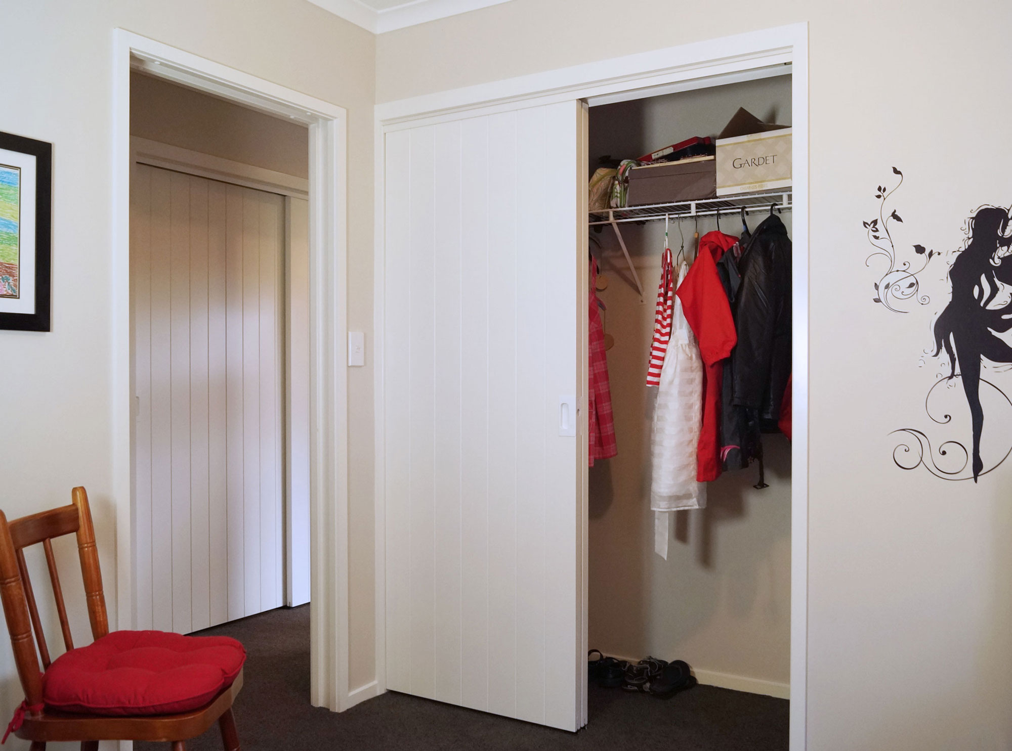 Topfix wardrobe with V-Groove doors and CL200 handles